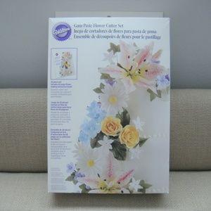 Wilton Gum Paste Flower Cutter 26 Piece Set
